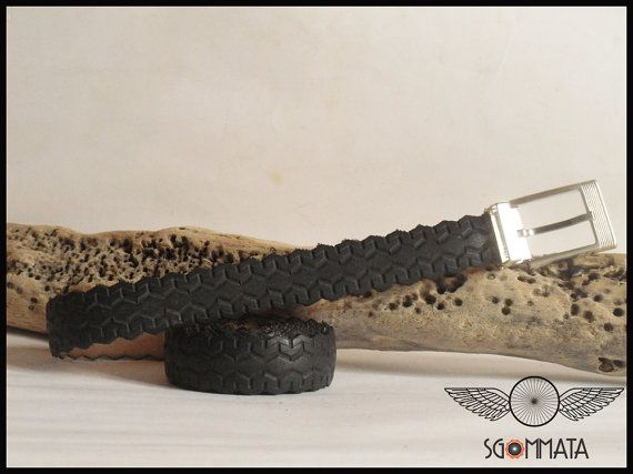 Cintura fatta a mano con copertone di bici // elegante di Sgommata