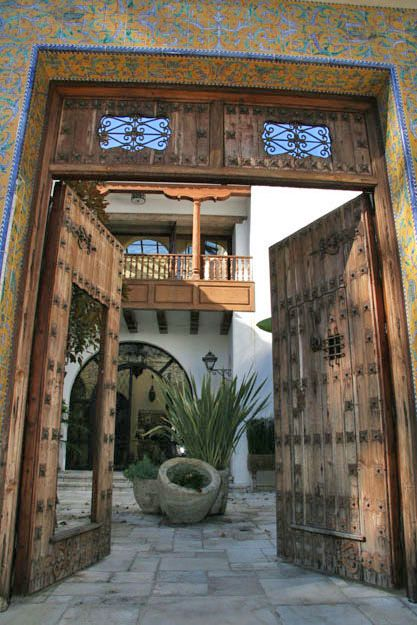 A house on Amalfi in Pacific Palisades. I have a thing for Spanish Courtyards. Via Ugly Angel