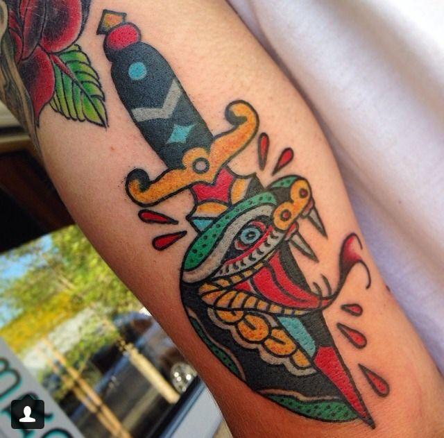 Forasteiro Tattoo Tattoo Serpente: Cele Mai Bune 25+ De Idei Despre Tatuaje Tradiționale Pe