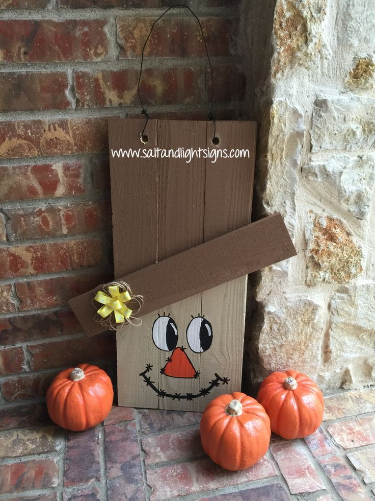 http://www.saltandlightsigns.com Thanksgiving wooden scarecrow door hang