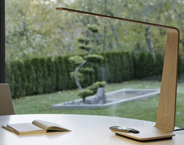 Wireless charging lamp using the PowerKiss solution