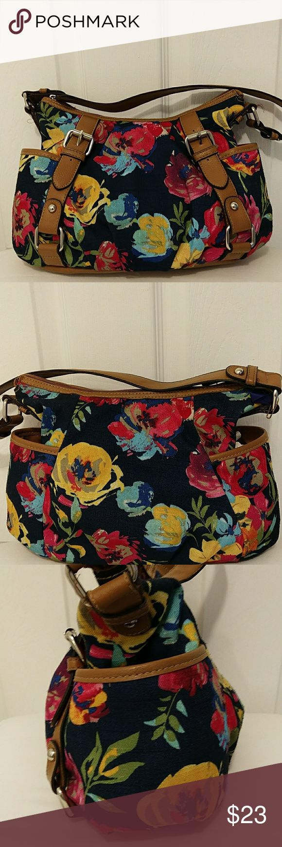 """Floral shoulder bag Very good condition ,colors blue,red, pink, green,no stains no rips, there are some ink spots inside, zipp closure 2 zipp pocket 2 pouches inside, measurements 13""""x 8"""" x 5"""" strap drop 9,8"""" croft & barrow Bags Shoulder Bags"""