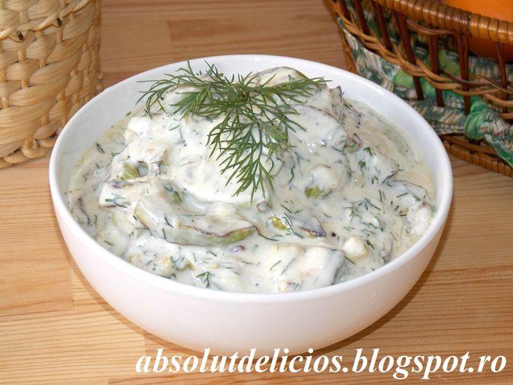 Salata de dovlecei cu iaurt si usturoi, cum se face salata de dovlecei, salata cu dovlecei prajiti, dovlecei prajiti cu usturoi