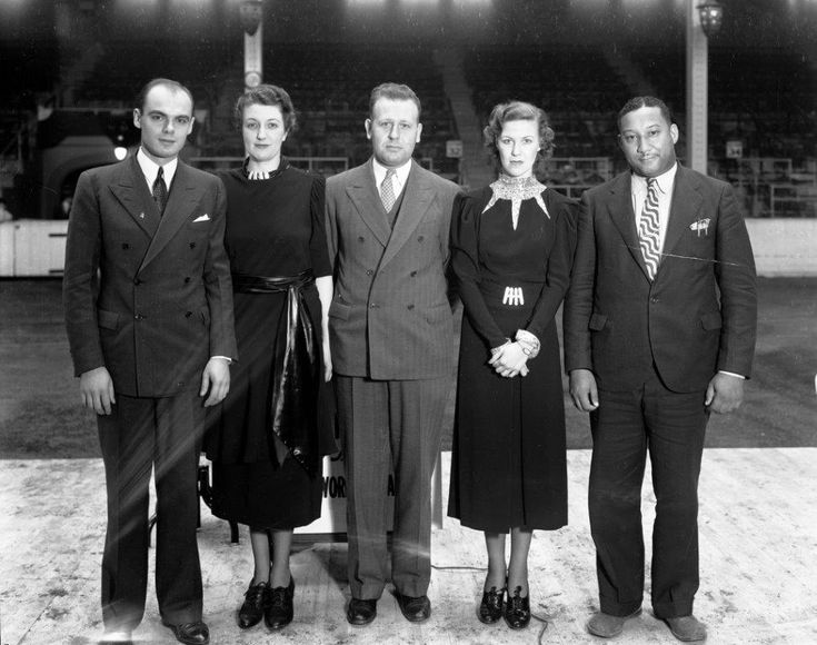 toronto CNE-Typing Competition Finalists With Cortez Peters, 1936