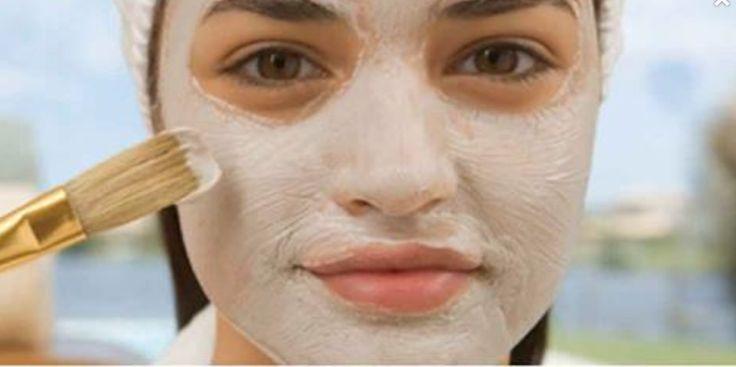 La piel de la cara es la más sensible de todas, no tiene una capa tan gruesa como las demás y si es afectada con mucha exposición al sol, alimentos grasosos o cambios hormonales, las marcas que se generan podrían quedarse para toda la vida si no se tiene el tratamiento más adecuado. Como es