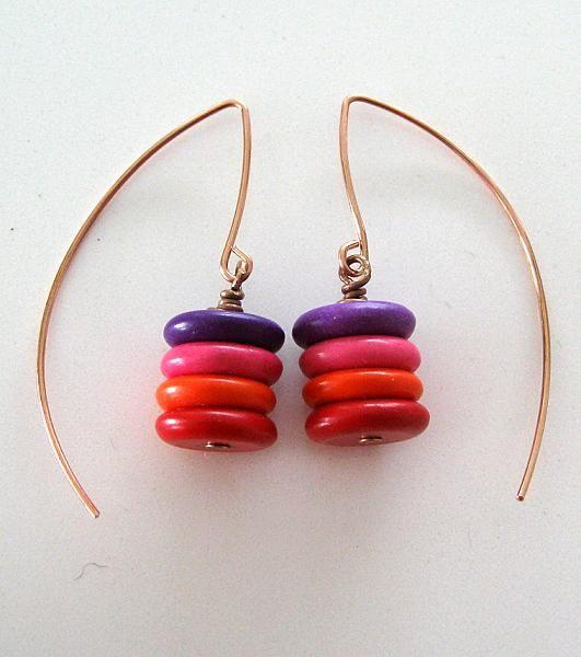 Örhängen med handgjorda örkrokar och färgade stenrondeller. Earrings, hand made hooks and coloured stone rondelles.
