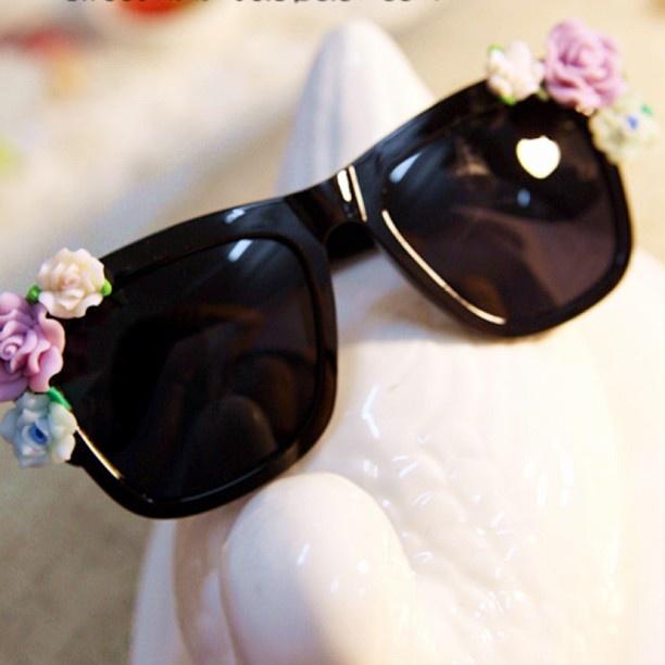 Summer flower sunglasses find it here:  http://www.mojolavie.com.au/shop/retro-sunglass-with-fl