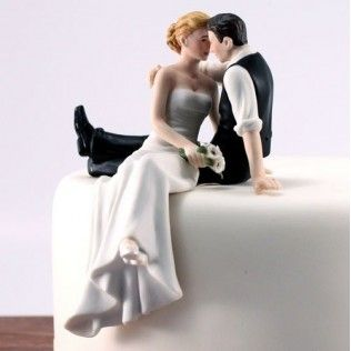 Des idées pour embellir sa pièce montée avec une figurine original. #Figurine#mariés#original http://www.instemporel.com/s/3446_185886_figurine-tete-a-tete