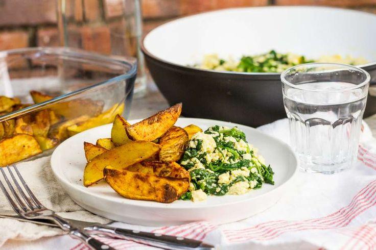 Roerei met spinazie en aardappelwedges