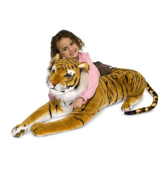 Deze elegante siberische tijger van Melissa and Doug is een exotisch tintje in elk interieur! Deze tijger is lekker zacht en knuffelbaar. De grote knuffel tijger is er een van een top kwaliteit zoals we van Melissa and Doug mogen verwachten.