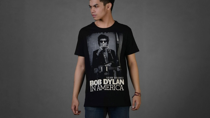 Bob Dylan    Size Available from S to XL  for further information you can contact us :  email : holmes_tshirt@hotmail.com  twitter : @Holmes_TShirt  web : www.holmestshirt.com