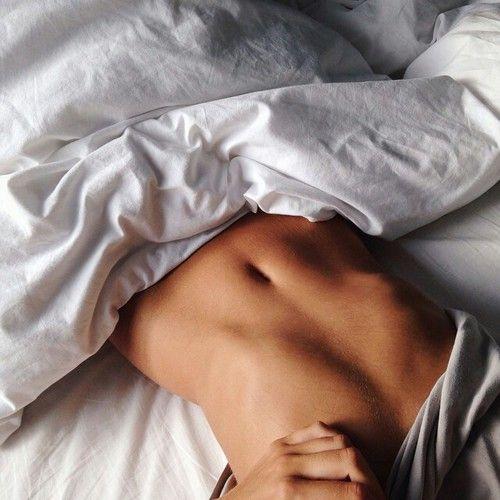 運動や食事制限をするダイエットだとなかなか続かなくて痩せない…という人に朗報!なんと寝ているだけで痩せる驚きのダイエット法を発見しちゃいました!
