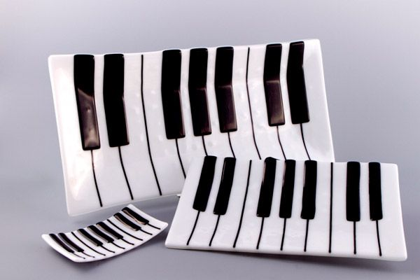 Piano plates. #music #dishes #plates #piano http://www.pinterest.com/TheHitman14/music-paraphernalia/