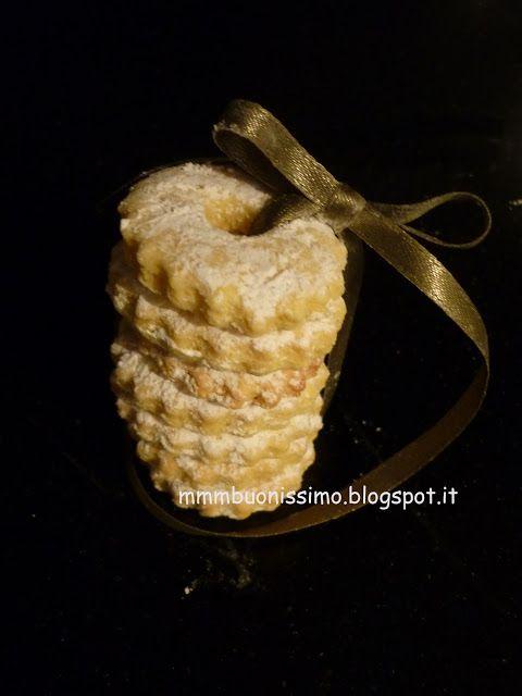Sablés beurre miel vanille -  250 g di farina 00 100 g di zucchero 50   g di burro 1 uovo grande 1 cucchiaino di miele 1/4 di bacca di vaniglia 1 pizzichino di sale