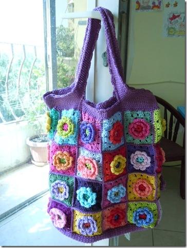 Crocheted flower bag from feelingknotty
