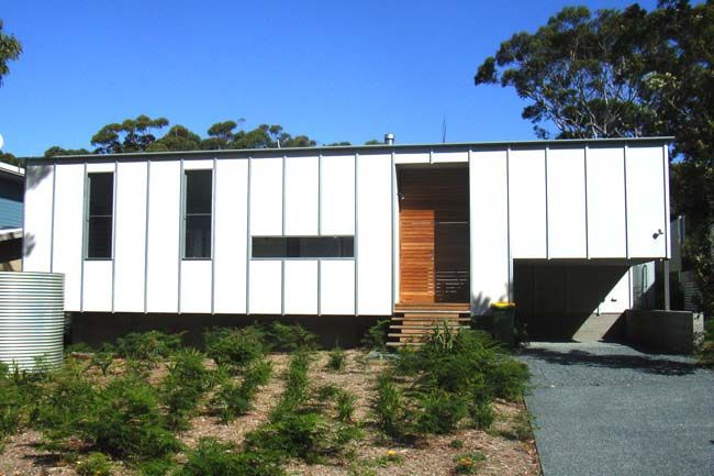Google Image Result for http://www.homedesigndirectory.com.au/images/BuildingProcess/Fibre_cement_cladding_on_beach_house.jpg