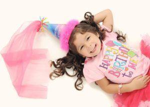 ¿Qué joya le regalo a una niña?  <p>¿Estas buscando unregalode última hora para la fiesta de cumpleaños de una niña a la que te han invitado a ti o a tus hijos y no se te ocurre qué regalarle? Echa un vistazo a nuestras ideas, son algunas de las mejores propuestas enjoyería infantilque encontrarás. ¡Y al mejor preci…  http://www.joyeriasaresso.com/blog/que-joya-le-regalo-a-una-nina/Anillos,Collares,Joyería Infantil,Pendientes,Pulseras,Sin categoría,colgante,pulsera,sortija