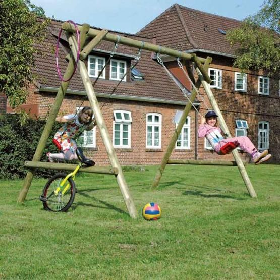 Marvelous Klassische Doppelschaukel aus Holz zu zweit macht das Schwung holen im Garten doppelt so viel