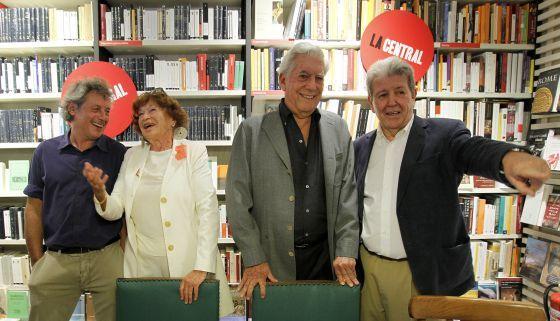Alessandro Baricco, Inge Feltrinelli, Mario Vargas Llosa y Jorge Herrald en la librería La Central, Madrid.
