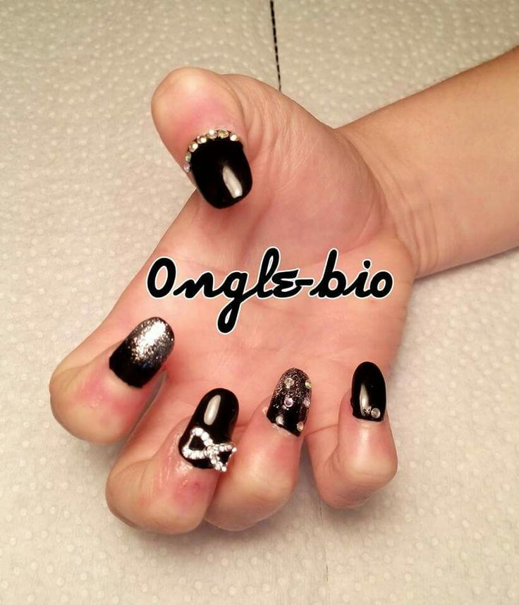 Nail prom black and bow