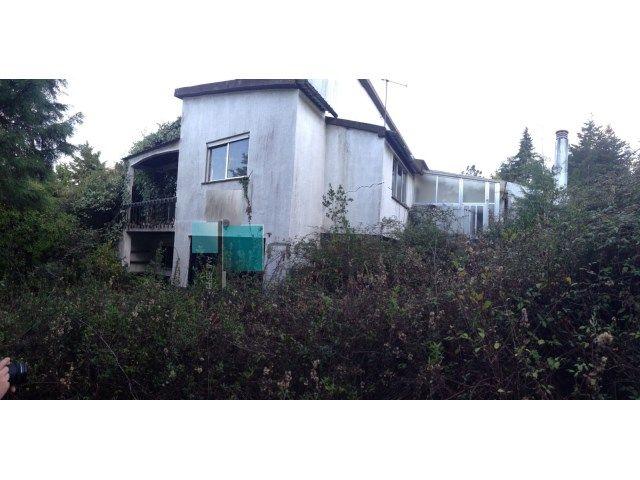 Moradia Isolada T3 com 1790m2 de terreno murado, cave para garagem, piscina e anexos  #moradia #casa #leiria #house #arrabal #imoveis #imobiliaria #t3 #novilei