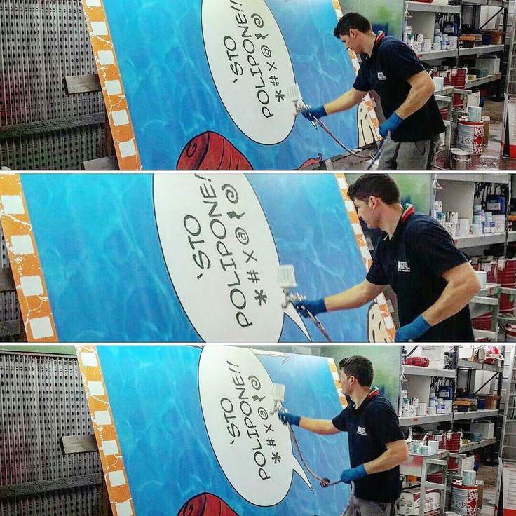 Nestlé Italia - Alcune fasi della verniciatura protettiva sui pannelli per l'allestimento realizzato presso Acquafan Riccione.  #stampa #digitale #digital #print #pannelli #dibond #allestimento #montaggio #nestle #acquafan #riccione #adigital #pesaro