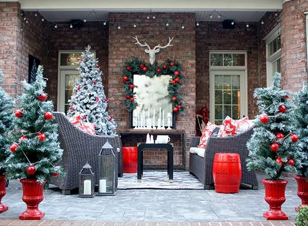 Gorgeous Christmassy Outdoor PatioVia Pinterest