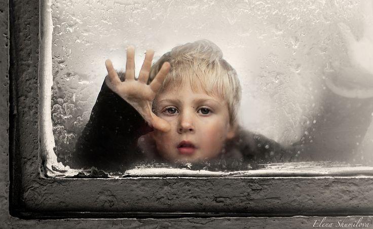 Temperatura. Una fotografía llena de atmósfera. Retrato de un niño.