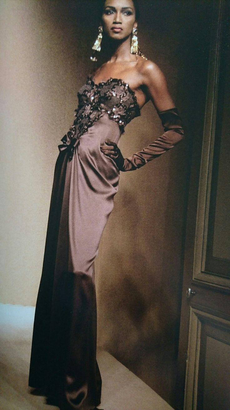 Katoucha Niane en Juillet 1991. Haute couture hiver 1991/92. Photo Roxanne Lowit.