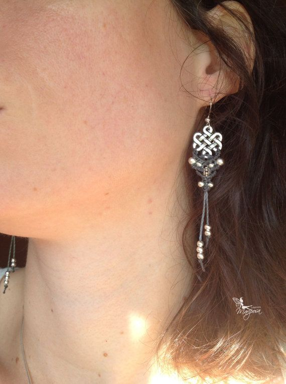 Gioielli di macramè orecchini nodo infinito tono argento tibetano boho donne bohemien di creazioni Mariposa