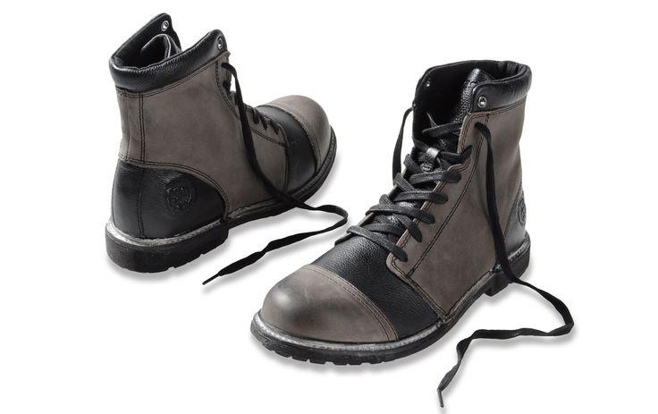 Diesel Hill Boot! Bastante influenciado por el militarismo, pero dando ese toque estiloso de líneas más finas que un bototo de corte tradicional. Cool!