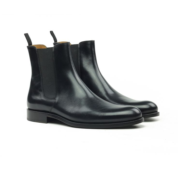THE BLACK LEATHER CHELSEA BOOTS
