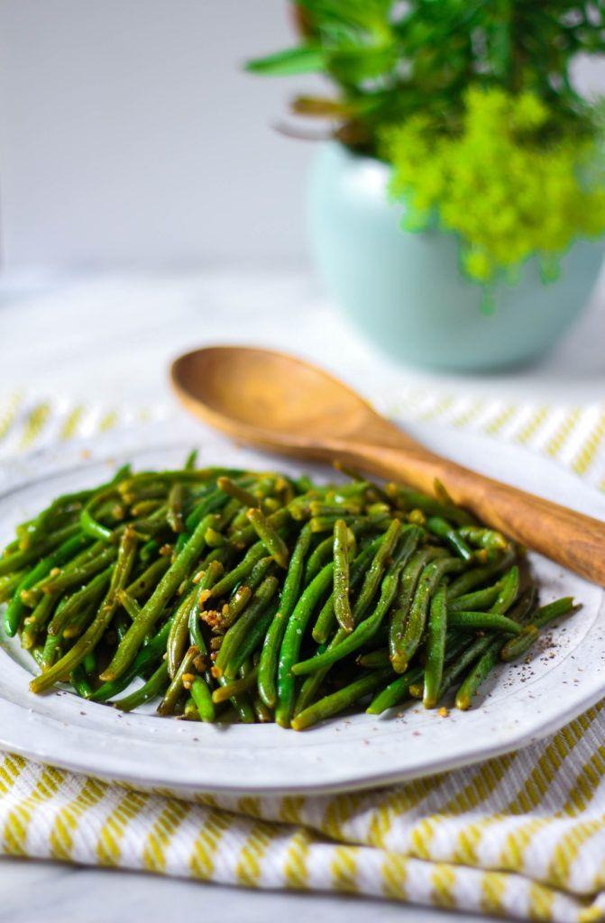 Sauteed Garlic Green Beans | Use Fresh or Frozen green beans| Garlicky and tender side dish| Serve alongside Italian dinners!