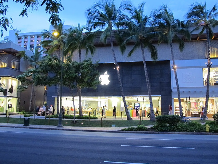 Apple Store Waikiki, I walked pass this many times on my way to Cheesecake Factory!