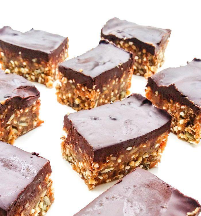 Batoniki jaglano-orzechowe z czekoladą - czy mam na ich punkcie obsesję? Pffff! Jeśli tylko ich spróbujecie to już NIGDY nie kupicie batonika w sklepie.
