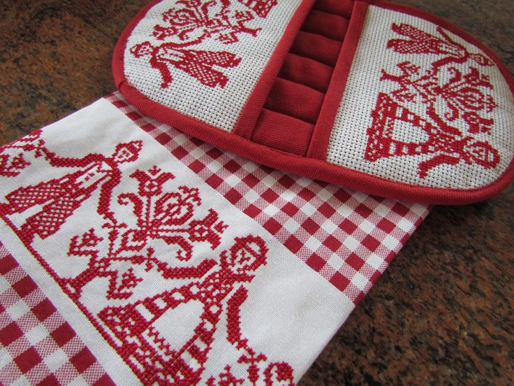 Kitchen towel and microwave oven mitt by  allthingspretty-happygirl.blogspot.com