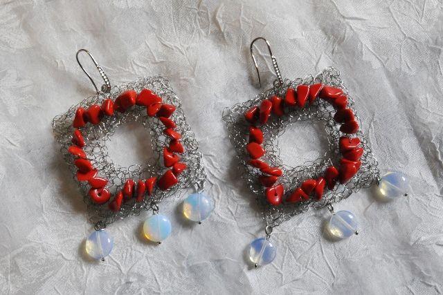 gioielli con la rafia    acciaio bianco fatti a mano orecchini pendenti pietre dure rosso