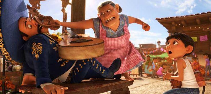 Elementos y palabras que sólo tienen sentido en México - La manera de regañar de una familia mexicana es única y el equipo de Pixar se encargó de retratar esto lo más apegado a la realidad. Por eso introdujeron elementos como el típico 'chanclazo' con que las mamás corrigen a los hijos, así como los sermones y palabras que usan para regañar. Al escuchar los diálogos seguro te sentirás identificado.