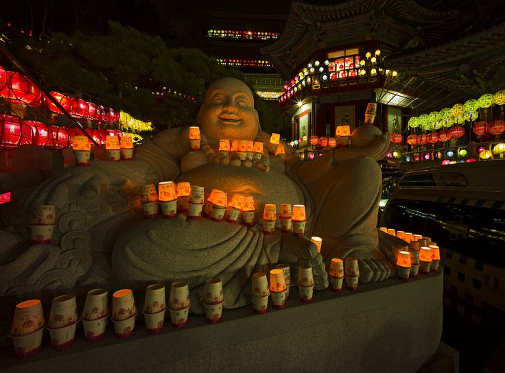 "https://flic.kr/p/tLXosd | Pleasing The Gods | Leica M9p Voigtlander 15mm 4.5 II  Making our way around Samgwangsa Temple at night among thousands of visitors in Busan lead us to this beautiful Buddhist sculpture.  <a href=""http://www.mattmacdonaldphoto.com"" rel=""nofollow"">www.mattmacdonaldphoto.com</a>"