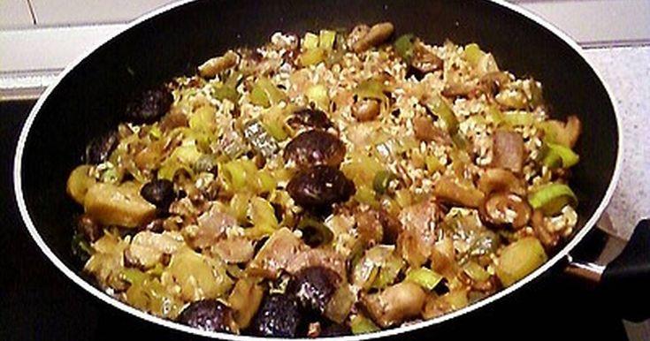 Wok de arroz con setas, puerros y ciruelas pasas