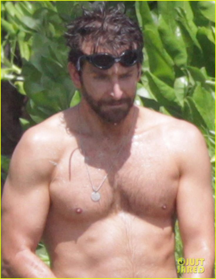 Bradley Cooper: Shirtless at the Beach in Hawaii