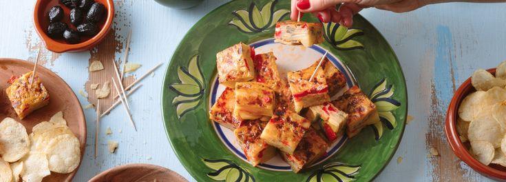 Köstlicher Kartoffelkuchen! Spanische Tortilla ganz einfach und unkompliziert zu Hause machen. Holen Sie sich mediterranes Flair in Ihre Küche mit dem REWE Rezept. »