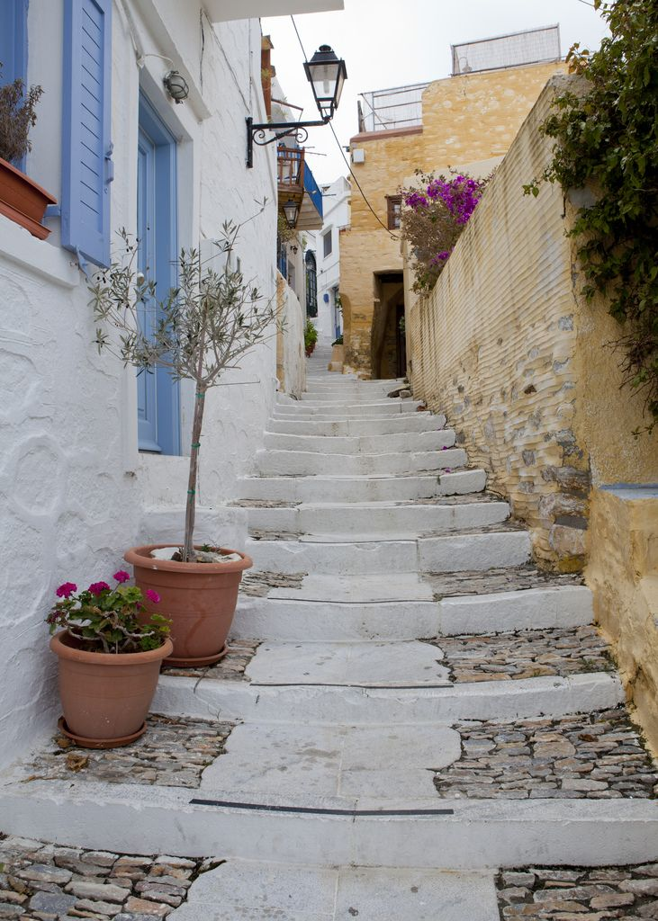 #syros #summer #ελλαδα #traveltogreece #holidays #κυκλαδες #summeringreece #grecia #gr #greekislands #cyclades #aegeansea #travelpics #vacations #cyclades_islands #visitgreece #greeksummer #greece #traveltogreece