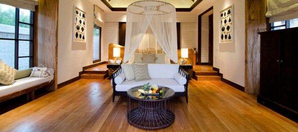 Luxurious Villa Qatar gorgeous marble columns, gold chandelier interior design fruit table