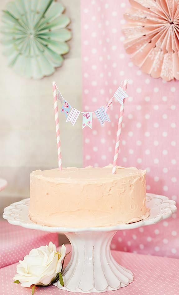 This little banner is easy to make and would look fab stuck into a Bakerdays floral cake!