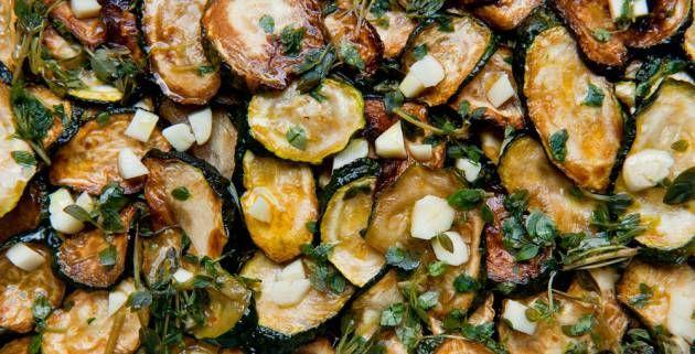 Calabacines, berenjenas, tomates, pimientos, judías verdes y pepinos. Están en su mejor momento, y en El Comidista lo celebramos con esta orgía de propuestas a cuál más sana.