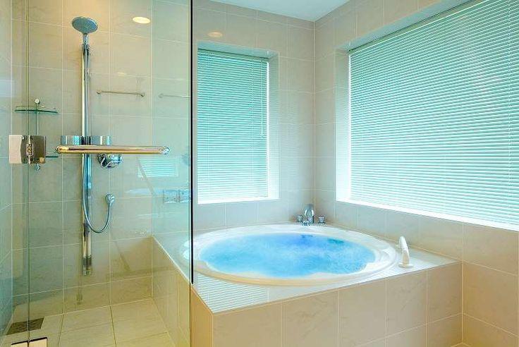 オーダーメイドバスルーム|お風呂のリフォームはフリーバス企画│ 吐水口は、情緒たっぷりに、浴槽の周りと同じヒバ材で