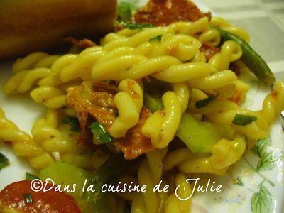 DANS LA CUISINE DE JULIE: Salade de pâtes au chorizo et aux légumes verts