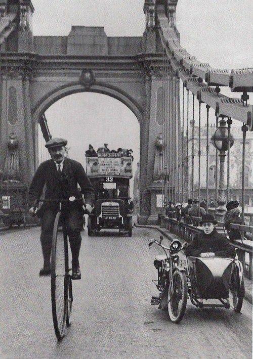 Hammersmith Bridge, London 1900.