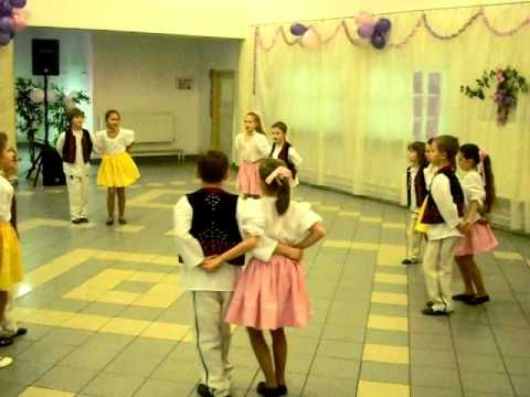 Detský folklórny súbor Prvosienka - Vystúpenie PLES 2011 - YouTube
